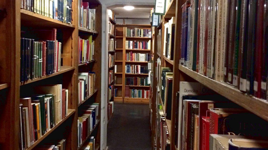 Tánc a könyvtárban